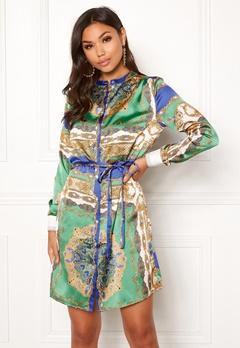 Sisters Point Valsi Dress 820 Scarf print Bubbleroom.se