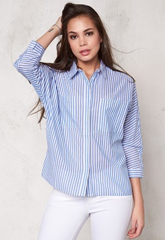 SOAKED IN LUXURY Stay Shirt Blue and White Bubbleroom.se