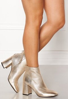 SOFIE SCHNOOR High Boot Gold Bubbleroom.se