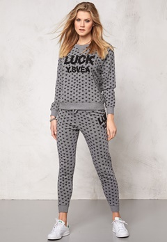 Svea Annika Crew Neck 671 Grey Heart Print Bubbleroom.no
