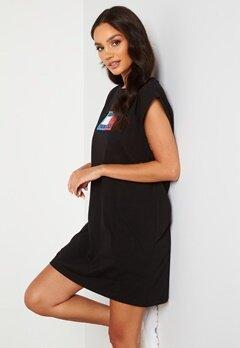 TOMMY JEANS Logo Flag Tee Dress BDS Black Bubbleroom.se