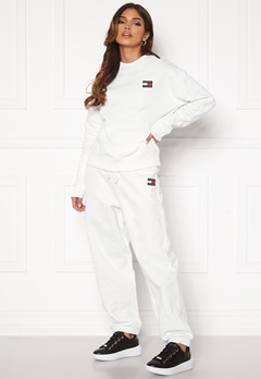 TOMMY JEANS Relaxed Badge Sweatpant YBR White Bubbleroom.se