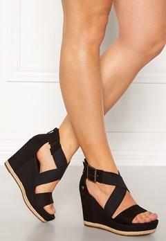 UGG Australia Calla Wedge Sandal Black Bubbleroom.se 20ae0f741df8d