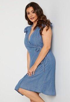 Vero Moda Curve Naena SL On Knee Dress Light Blue Denim Bubbleroom.se