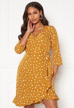 VERO MODA Henna 3/4 Wrap Dress Harvest Gold, AOP Wh Bubbleroom.se