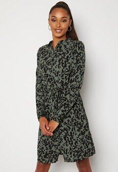 VERO MODA Saga Collar Shirt Dress Laurel Wreath AOP Fe bubbleroom.se