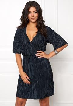 VILA Claudie Plizze Dress Total Eclipse Bubbleroom.se