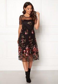 VILA Perno S/S Embroidery Dres Black Bubbleroom.se