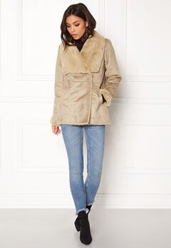 VILA Vipony Sherling Jacket Soft Camel Bubbleroom.fi