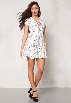 WYLDR Hayley tea dress Ivory star print Bubbleroom.fi