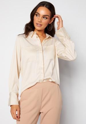 Se BUBBLEROOM Kelsey utility satin shirt Cream 38 ved Bubbleroom