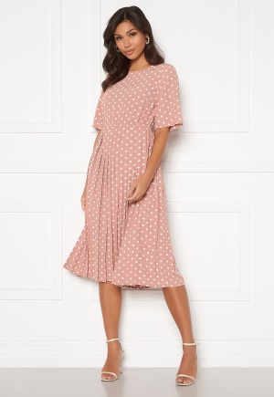 Se Happy Holly Eloise pleated dress Pink / Dotted 44/46 ved Bubbleroom