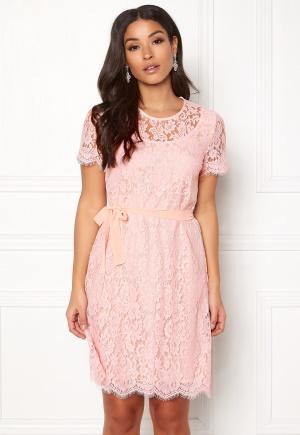 ida sjöstedt rosa klänning