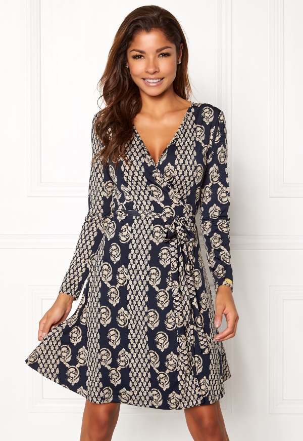 0f04428af39 klänning emiliana wrap dress från chiara forthi online finns på ...