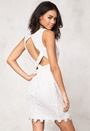Model Behaviour Lisa Dress White Bubbleroom.eu