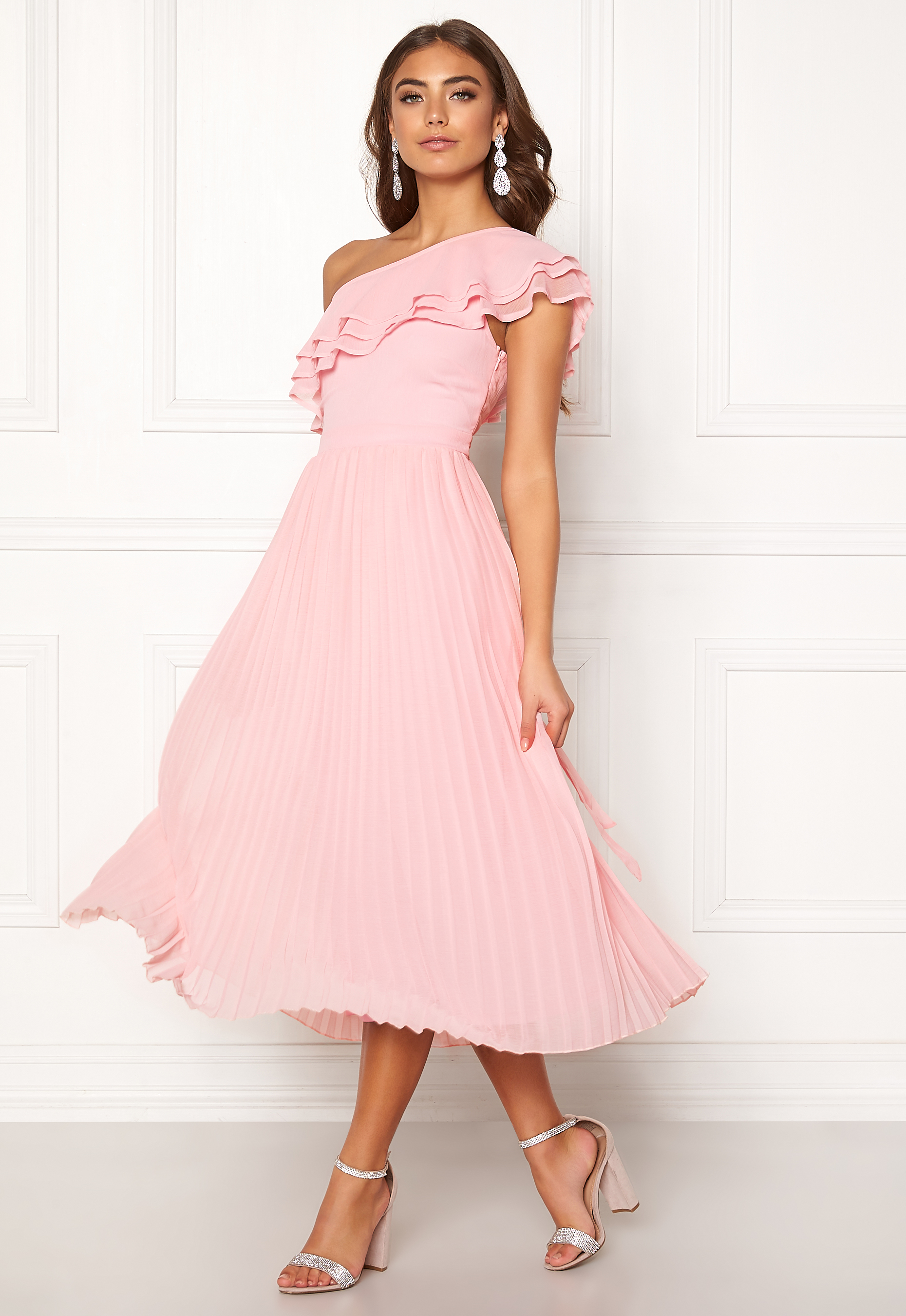 509b8a88b78a BUBBLEROOM Carolina Gynning Frill one shoulder dress Light pink ...