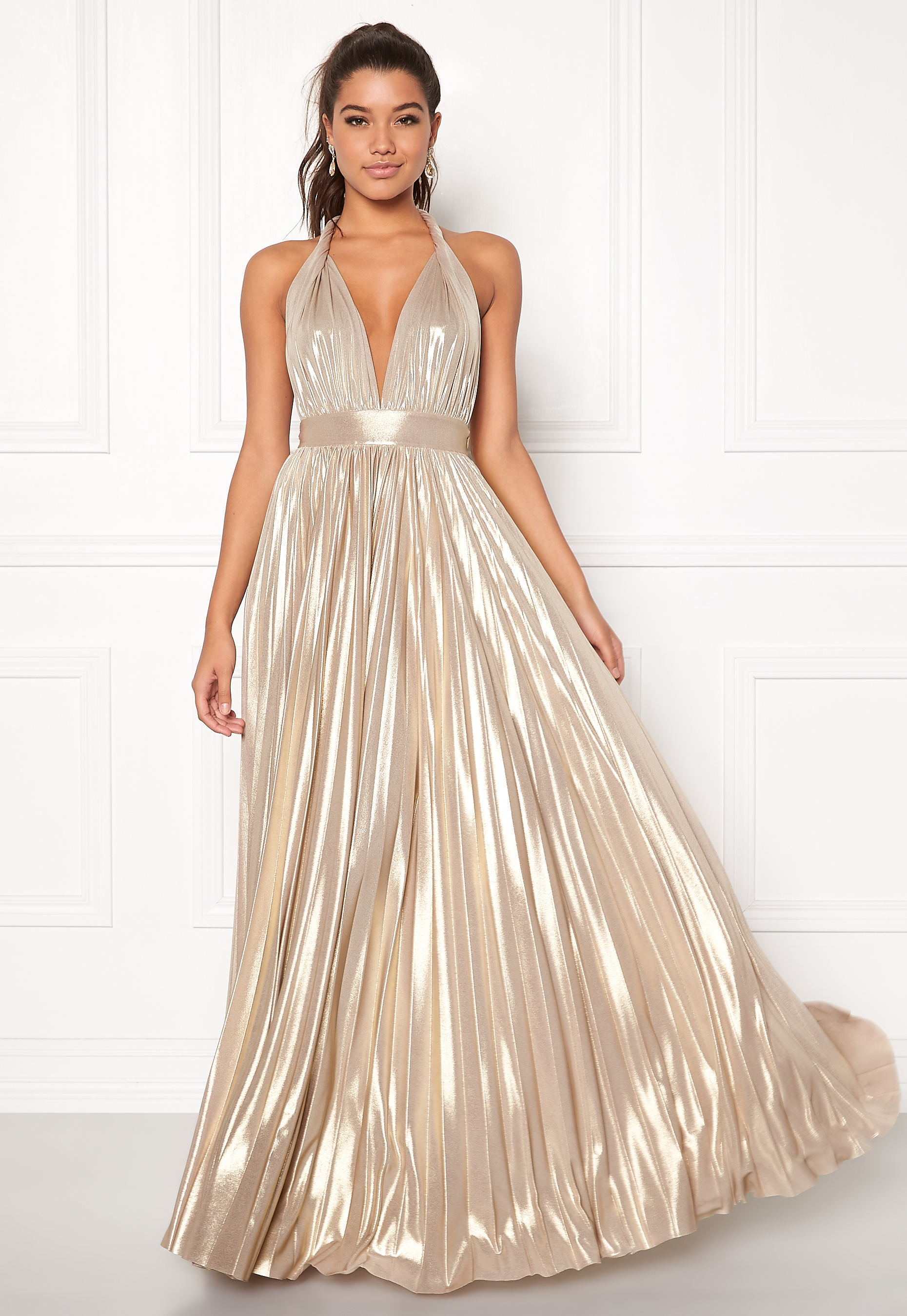 6bc66cf5 Irmeline Gown. GODDIVA. Deep V Neck Metallic Dress Gold. CHIARA FORTHI.  Viviere Sparkling Gown Midnight Blue. ZETTERBERG COUTURE. Stella Dress Ivory /Nude