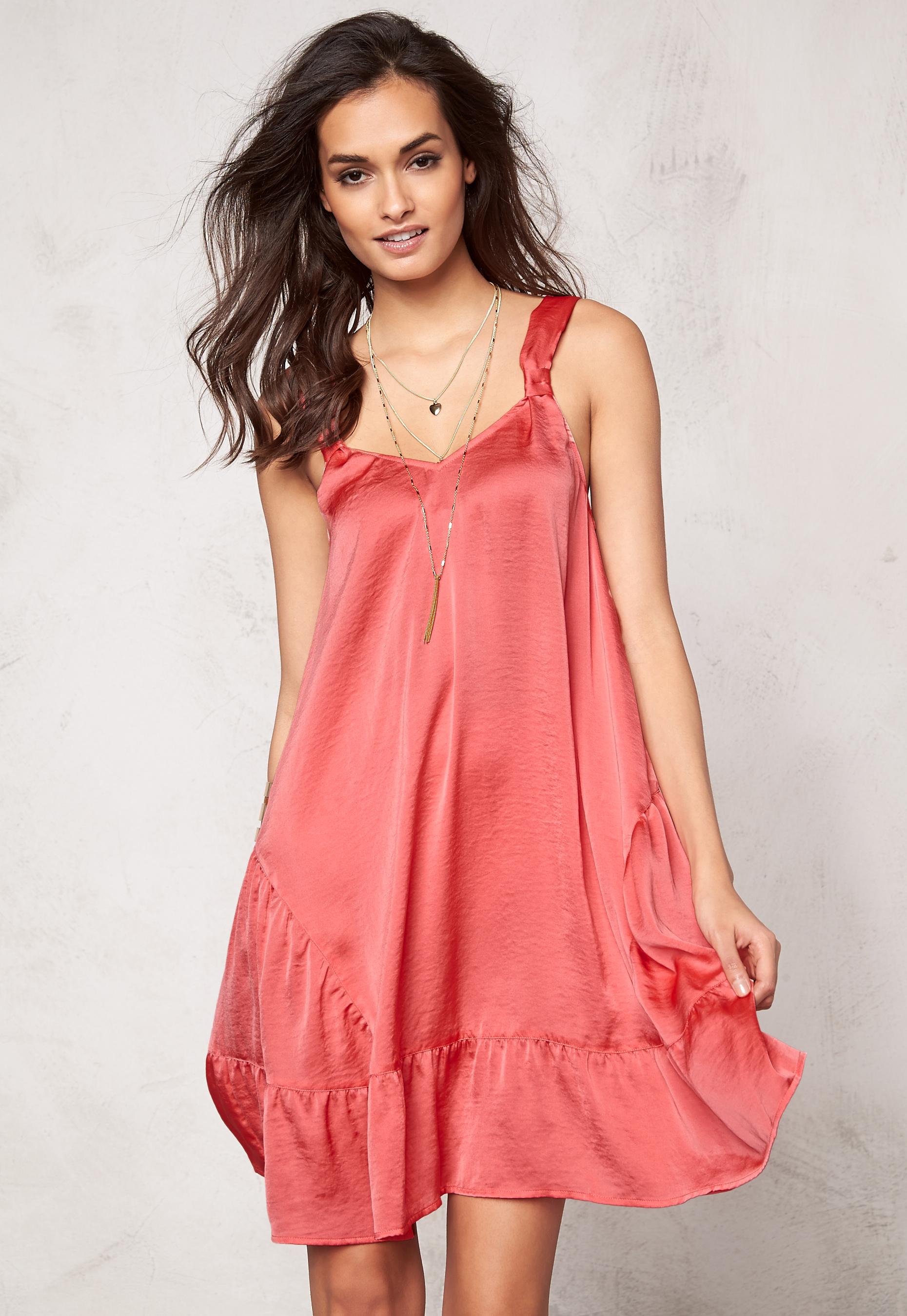 6960eb53b3e3 Make Way Fideli Dress Coral - Bubbleroom